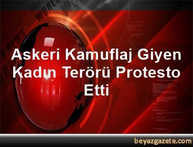Askeri Kamuflaj Giyen Kadın Terörü Protesto Etti