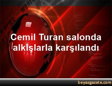 Cemil Turan, salonda alkışlarla karşılandı