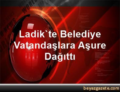 Ladik'te Belediye Vatandaşlara Aşure Dağıttı