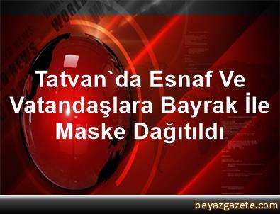 Tatvan'da Esnaf Ve Vatandaşlara Bayrak İle Maske Dağıtıldı